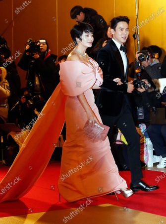South Korean actrors Kim Hae-soo (L) and South Korean Yoo Yeon-seok (R) arrive for the 40th Blue Dragon Film Awards at the Paradise City, Art Space Plaza in Incheon, South Korea, 21 November 2019. The Blue Dragon (Cheongryong) Awards are one of the country's two major film awards.