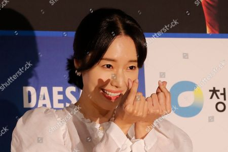South Korean actress Lee Jung Hyun gestures upon her arrival at the 40th Blue Dragon Film Awards in Incheon, South Korea