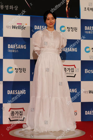 South Korean actress Lee Jung Hyun poses for photographers upon her arrival at the 40th Blue Dragon Film Awards in Incheon, South Korea