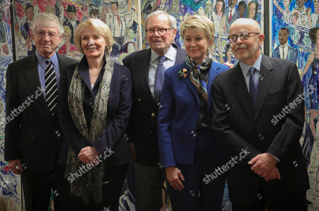 "Stock Picture of Former ABC and how Ted Koppel, far left, Wall Street columnist Peggy Noonan, second from left, former NBC anchor Tom Brokaw, center, CBS ""Sunday Morning"" host Jane Pauley, second from right, and Associated Press photojournalist and Pulitzer Prize winner Richard Drew, far right, pose before their induction into The Deadline Club 2019 New York Journalism Hall of Fame, in New York. Drew, a staff photographer for AP in New York known for taking the The Falling Man photograph during the Sept. 11, 2001 attacks, is the first photojournalist to be inducted"