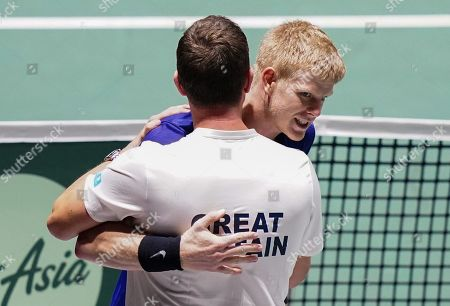 Kyle Edmund  hugs captain Leon Smith as  celebrates his win in opening match against Germany