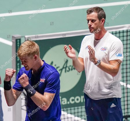 Kyle Edmund  as  captain Leon Smith looks on   celebrates his win in opening match against Germany