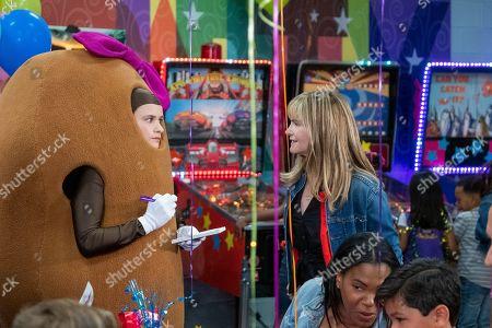 Stock Photo of Jenna Boyd as Paige and Jennifer Jason Leigh as Elsa Gardner