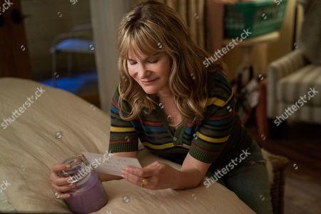Jennifer Jason Leigh as Elsa Gardner