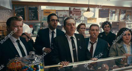 Jesse Plemons as Chuckie O'Brien, Ray Romano as Bill Bufalino, Robert De Niro as Frank Sheeran, Kelley Rae O'Donnell as Ice Cream Shop Staff #1 and Al Pacino as Jimmy Hoffa的庫存圖像