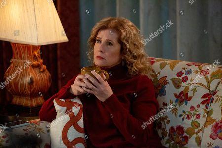 Nancy Travis as Lisa