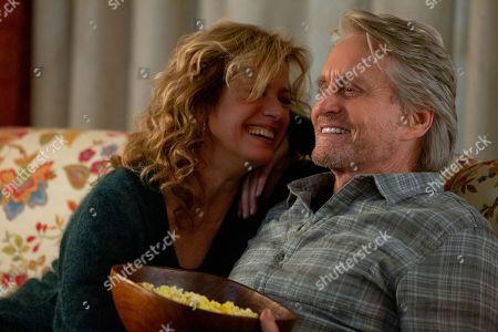 Nancy Travis as Lisa and Michael Douglas as Sandy Kominsky