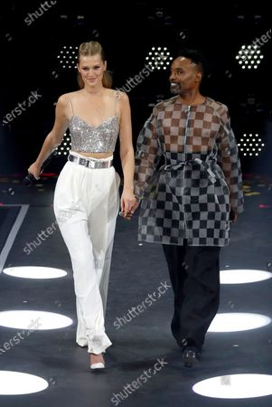 Toni Garrn (L) and US performer Billy Porter pose on stage during the International Music Award (IMA) 2019 in Berlin, Germany, 22 November 2019. The IMA recognizes the efforts of artists to share their work with a statement independently of the commercial success.