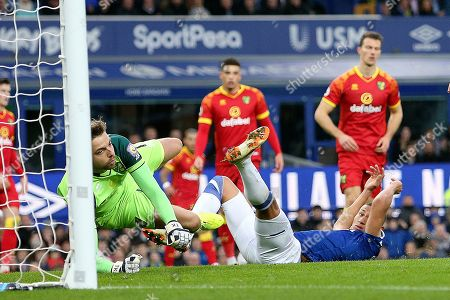 Norwich City goalkeeper Tim Krul (1) dives but Everton forward Richarlison (7) misses the cross ball during the Premier League match between Everton and Norwich City at Goodison Park, Liverpool