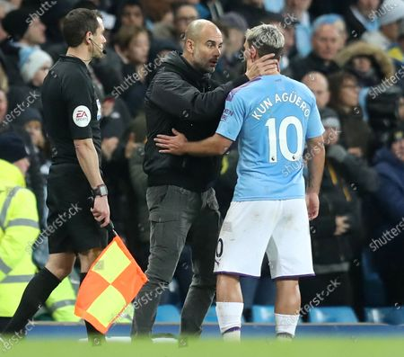 Manchester City manager Pep Guardiola (C) talks to Manchester City's Sergio Aguero (R) during the English Premier League match between Manchester City and Chelsea in Manchester, Britain, 23 November 2019.