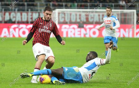 Milan's Davide Calabria (L) challenges for the ball with Napoli's Kalidou Koulibaly during the Italian Serie A soccer match between AC Milan and SSC Napoli at Giuseppe Meazza stadium in Milan, Italy, 23 November  2019.
