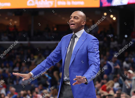 Memphis head coach Penny Hardaway calls to his players in the first half of an NCAA college basketball game against Mississippi, in Memphis, Tenn