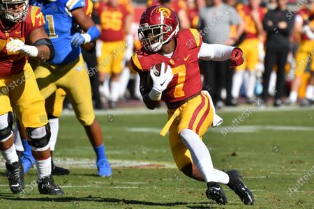 Los Angeles, CA.USC Trojans running back Stephen Carr #7 runs in action during the first quarter of the NCAA Football game between the USC Trojans and the UCLA Bruins at the Coliseum in Los Angeles, California...Mandatory Photo Credit : Louis Lopez/CSM