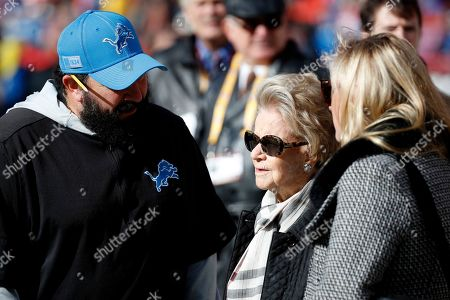 Detroit Lions head coach Matt Patricia, left, talks with team owner Martha Firestone Ford, center, prior to an NFL football game against the Washington Redskins, in Landover, Md