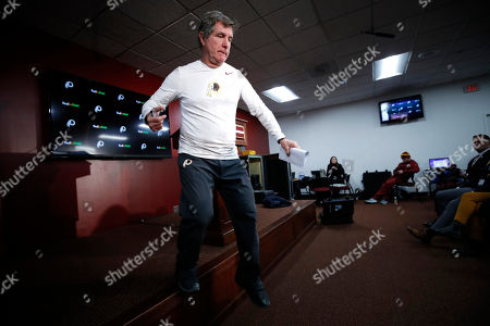 Washington Redskins head coach Bill Callahan leaves the podium after talking to reporters after an NFL football game against the Detroit Lions, in Landover, Md. The Redskins won 19-16