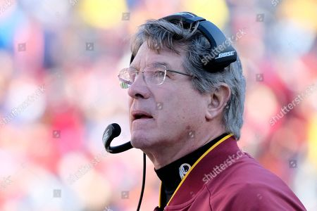 Washington Redskins head coach Bill Callahan looks to the field during an NFL football game against the Detroit Lions, in Landover, Md