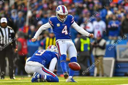 Buffalo Bills kicker Stephen Hauschka (4) kicks a field goal against the Denver Broncos during the second quarter of an NFL football game, in Orchard Park, N.Y