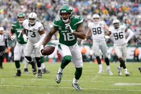 New York Jets wide receiver Demaryius Thomas (18) runs for a touchdown during the first half of an NFL football game against the Oakland Raiders, in East Rutherford, N.J