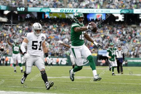New York Jets wide receiver Demaryius Thomas (18) runs away from Oakland Raiders inside linebacker Will Compton (51) for a touchdown during the first half of an NFL football game, in East Rutherford, N.J