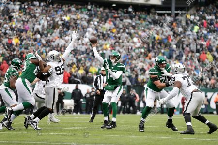 New York Jets quarterback Sam Darnold (14) throws a pass to wide receiver Demaryius Thomas for a touchdown during the first half of an NFL football game against the Oakland Raiders, in East Rutherford, N.J