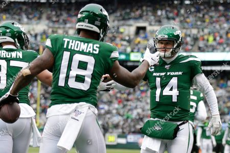 New York Jets quarterback Sam Darnold (14) celebrates with Demaryius Thomas (18) after they connect for a touchdown during the first half of an NFL football game against the Oakland Raiders, in East Rutherford, N.J