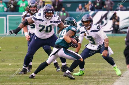 Philadelphia Eagles cornerback Avonte Maddox (29) in action against Seattle Seahawks offensive guard Mike Iupati (70) and quarterback Russell Wilson (3) during the NFL game between the Seattle Seahawks and the Philadelphia Eagles at Lincoln Financial Field in Philadelphia, Pennsylvania