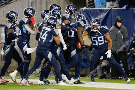 Tennessee Titans inside linebacker Wesley Woodyard (59) celebrates after linebacker Daren Bates (53) recovered a Jacksonville Jaguars' fumble in the second half of an NFL football game, in Nashville, Tenn