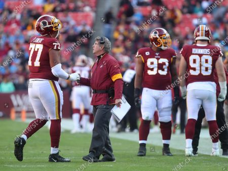 Washington Redskins interim head coach Bill Callahan greets T Ereck Flowers Sr. (77) as he leaves the field during a game against the Detroit Lions at FedEx Field in Landover, Maryland on Photo/ Mike Buscher / Cal Sport Media