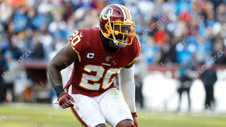 Washington Redskins strong safety Landon Collins falls back in coverage against the Detroit Lions during the second half of an NFL football game, in Landover, Md