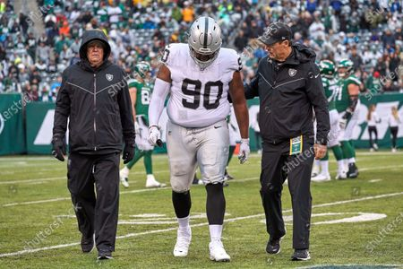 , 2019, East Rutherford, New Jersey, USA: Oakland Raiders defensive tackle Johnathan Hankins (90) walks off the field after and injury on a play during a NFL game between the Oakland Raiders and the New York Jets at MetLife Stadium in East Rutherford, New Jersey