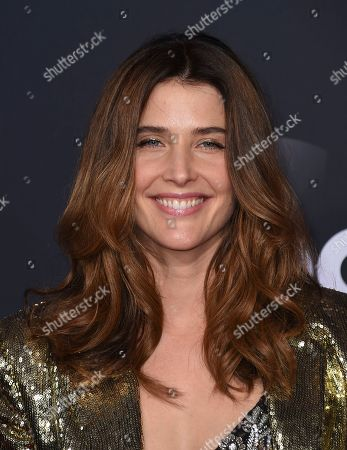 Cobie Smulders arrives at the American Music Awards, at the Microsoft Theater in Los Angeles
