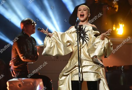 """Ian Axel, Christina Aguilera. Ian Axel, background left, of Great Big World, and Christina Aguilera perform """"Fall On Me"""" at the American Music Awards, at the Microsoft Theater in Los Angeles"""