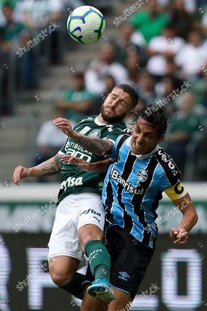 Ze Rafael of Palmeiras and Pedro Geromel of Gremio