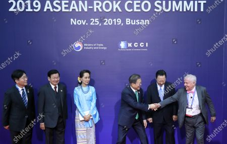 South Korean President Moon Jae-in (3-R) shakes hands with Rogers Holdings Chairman Jim Rogers (R) as they join a group photo session during the 2019 ASEAN-ROK CEO summit, a gathering of business leaders at the BEXCO convention center in Busan, South Korea, 25 November 2019. The event was held in line with a special summit between South Korea and the Association of Southeast Asian Nations (ASEAN).