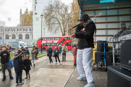 Stock Photo of Independent youth campaigners, Rize Up host guerilla gig on Parliament Square with Lady Leshurr to encourage marganilised young people to register to vote by 26th November deadline.