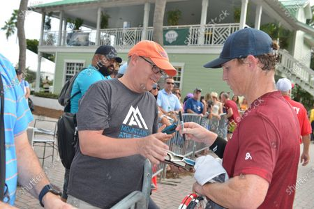 Stock Photo of Shawn Hatosy signs autographs