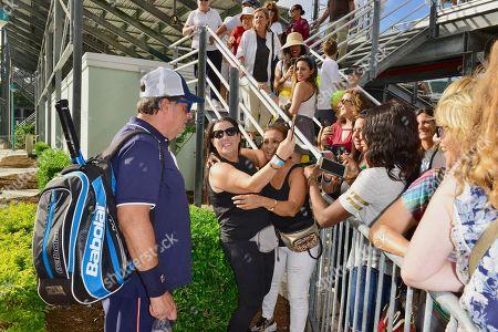 Jon Lovitz signs autographs