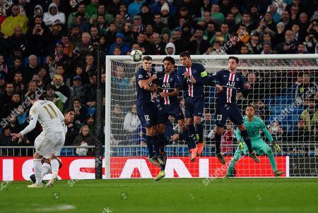 Gareth Bale of Real Madrid hits the post from a free-kick as Thomas Meunier, Marquinhos, Thiago Silva and Julian Draxler of Paris Saint-Germain jump to block