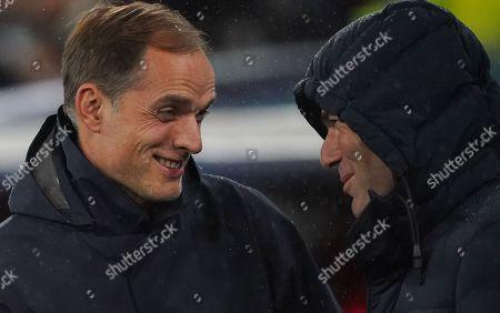 Paris Saint-Germain manager Thomas Tuchel talks to Real Madrid Head Coach Zinedine Zidane on the sideline before kick-off