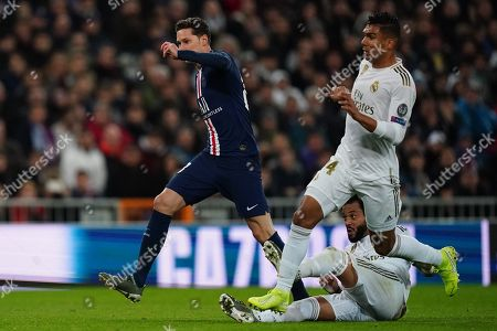 Julian Draxler of Paris Saint-Germain plays the ball past Marcelo of Real Madrid and Casemiro of Real Madrid