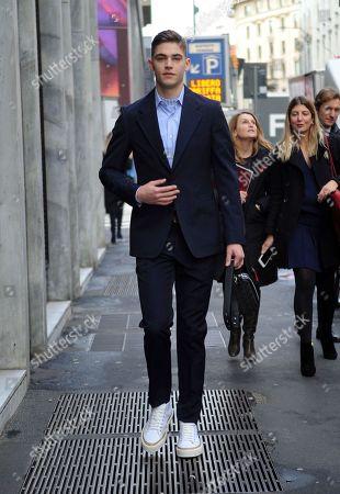 Hero Fiennestiffin Out About Milan Stockfotos Exklusiv Shutterstock