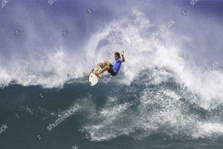 Leonardo Fioravanti surfing during the WSL Hawaiian Pro Final.