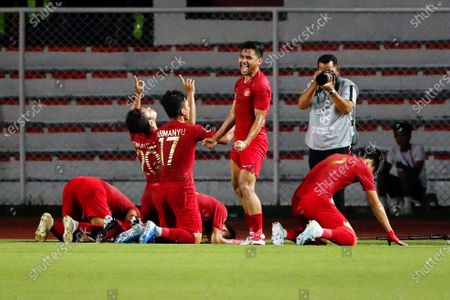 Osvaldo Ardiles Haay (2-L) of Indonesia celebrates with teammates after scoring a goal during the SEA Games 2019 men's first round soccer match between Thailand and Indonesia in Manila, Philippines, 26 November 2019.