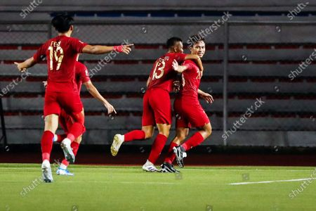 Osvaldo Ardiles Haay (R) of Indonesia celebrates with teammates after scoring a goal during the SEA Games 2019 men's first round soccer match between Thailand and Indonesia in Manila, Philippines, 26 November 2019.