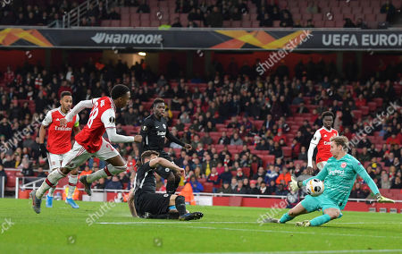 Frederik Ronnow of Eintracht Frankfurt makes a save from the effort of Joe Willock of Arsenal