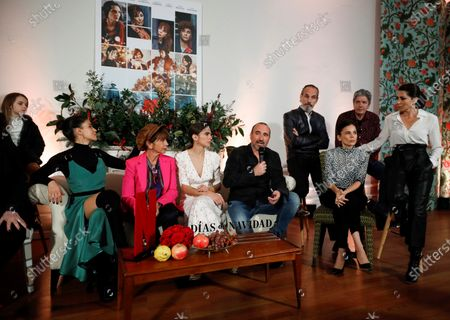 Actos/cast members Alicia Borrachero, Elena Anaya, Antonio Dechent (back), Francesc Garrido, director Pau Freixas, actresses/cast members Veronica Echegui, Victoria Abril and Nerea Barros attend the presentation of the new Netflix series 'Dias de Navidad' (Three Days of Christmas) in Madrid, Spain, 26 November 2018. The TV series, created and directed by Pau Freixas, will be released on 06 December and tells of four sisters celebrating Christmas in their family home at three different time periods.