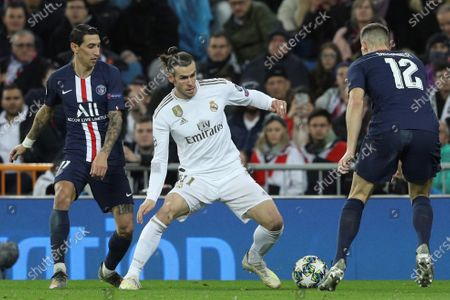 Real Madrid's forward Gareth Bale (C) in action against Angel Di Maria (L) and Thomas Meunier (R) both of Paris Saint-Germain during the UEFA Champions League group A soccer match between Real Madrid and Paris Saint-Germain at Santiago Bernabeu in Madrid, Spain, 26 November 2019.