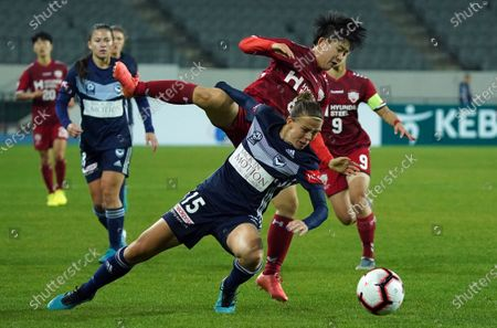 Amy Jackson of Melbourne Victory (AUS), Lee So-dam of Incheon Hyundai Steel Red Angels (KOR)