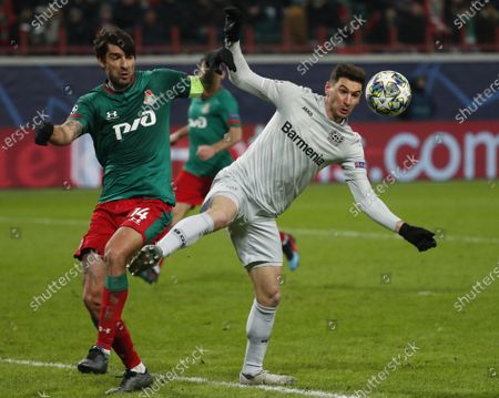 Vedran Corluka of Lokomotiv Moscow in action against Lucas Alario (R) of Leverkusen during the UEFA Champions League Group D soccer match between Lokomotiv Moscow and Bayer Leverkusen in Moscow, 26 November 2019.
