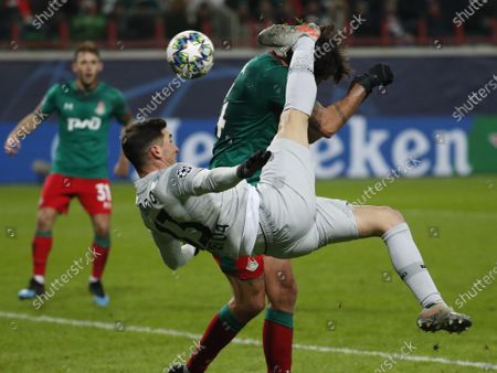 Lucas Alario (front) of Leverkusen and Vedran Corluka of Lokomotiv in action during the UEFA Champions League Group D soccer match between Lokomotiv Moscow and Bayer Leverkusen in Moscow, 26 November 2019.